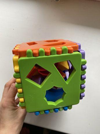 Развивающая игрушка,кубик сортер ,погремушка