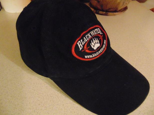 czapeczka kontrowersyjnej jednostki paramilitarnej Blackwater