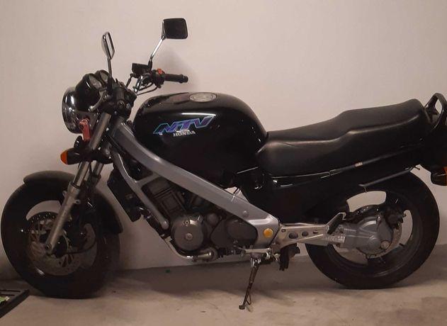 Moto Honda 650 NTV