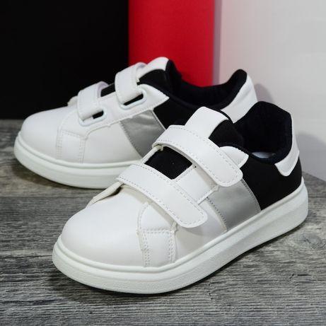 Продам кроссовки,белые с черным