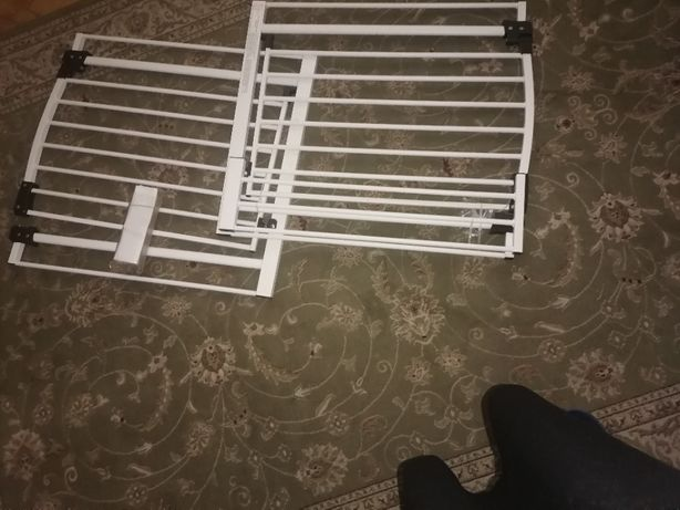 Bramki na schody dla bezpieczeństwa dzieci