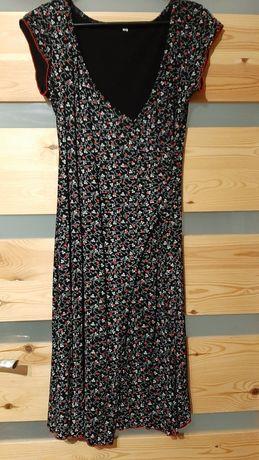 Sukienka czarna z wzorem 38