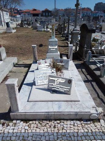 Jazigo em Cemitério da Foz do Douro