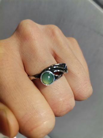 Autorski srebrny pierścionek z jadeitowym oczkiem srebro duży rozmiar