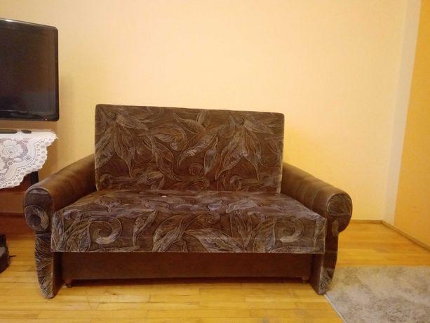 Sofa dwuosobowa rozkładana w dobrym stanie