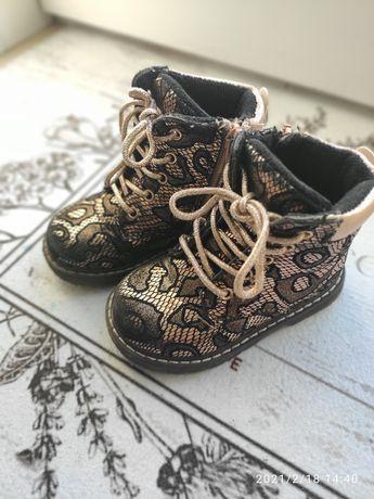 Ботинки на девочку 22размер