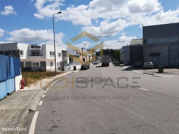 Armazém em venda na Zona industrial da Maia com logradour...