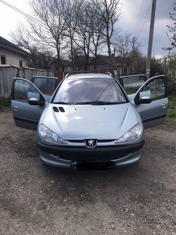 Автомобіль Peugeot 206SW