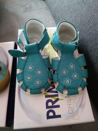 Sandalki Emel rozmiar 19 plus gratis Primigi rozmiar 20