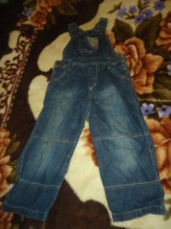 Отдам джинсовый комбинезон