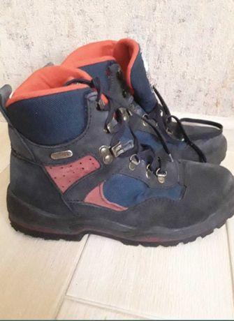 Ботинки подростковые  36 размера