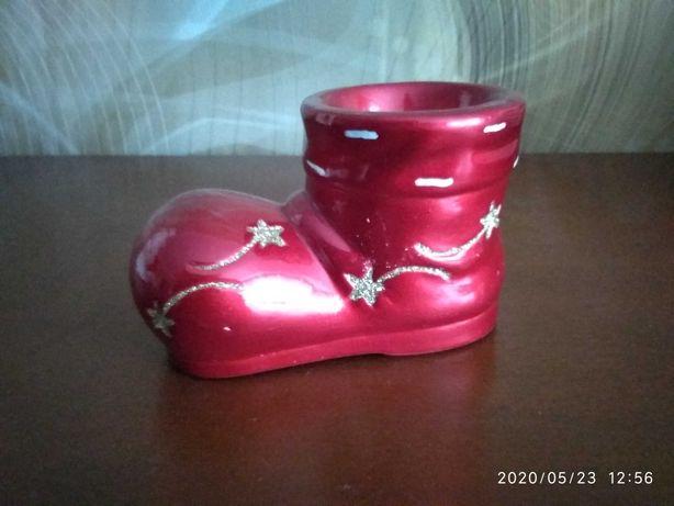 Świecznik w kształcie buta