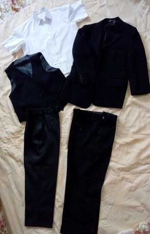 Брючний костюм для хлопчика(піджак, жилетка, 2 брюк, біла сорочка).