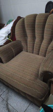 Vendo poltrona, cómoda veludo cast./verde  resistente 38 €