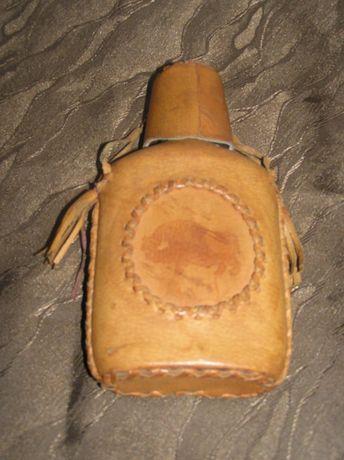 żubrówka - stara piersiówka w skórze