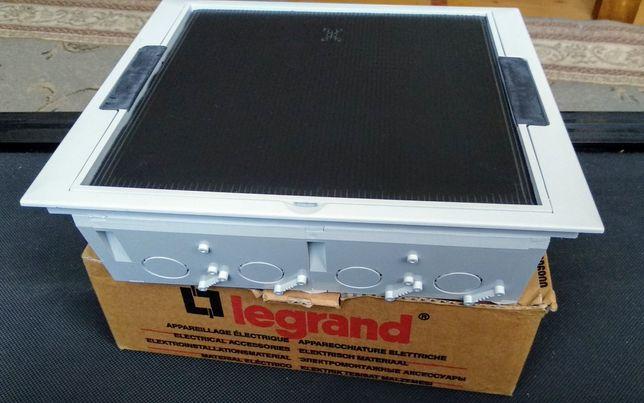 Напольная коробка Legrand 89302 (підлогова розетка)