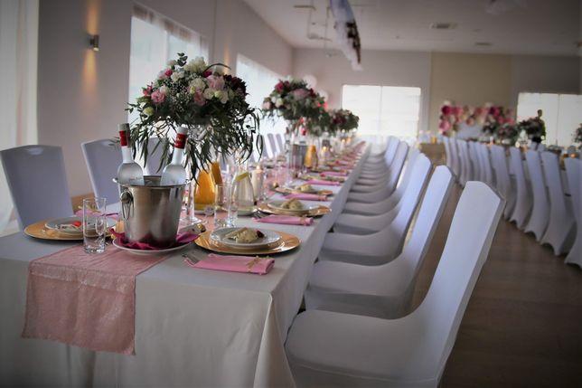 Pokrowce na krzesła, biały dywan do kościoła i inne dekoracje