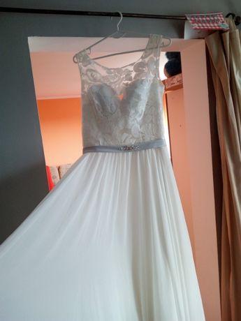 Suknia prosta, śmietankowa