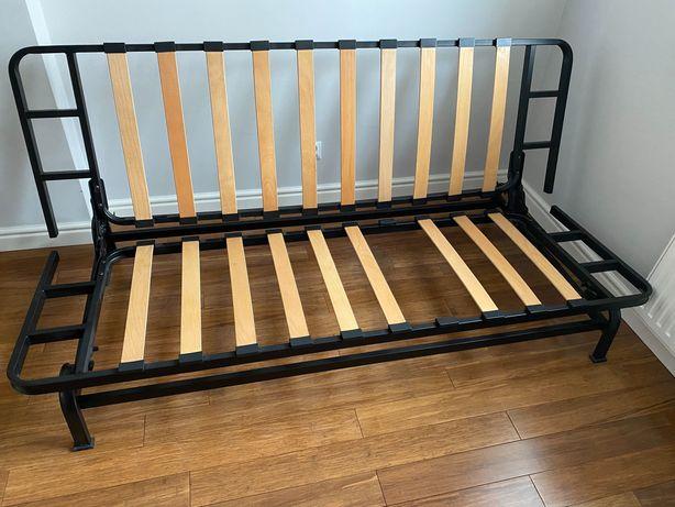 Stalowa rama łóżka