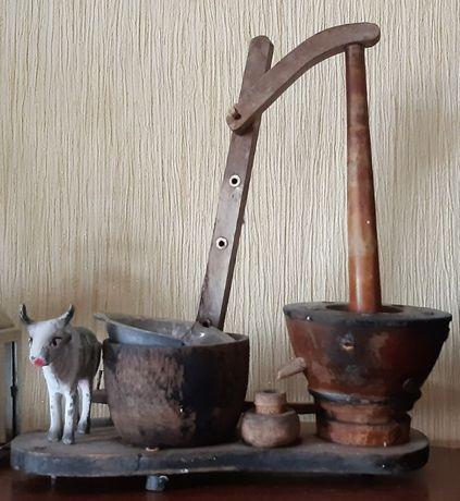 инсталляция, деревянные фигурки, корова, изготовление масла,Индия