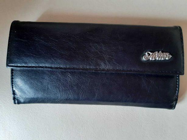 Czarny nowy portfel duzo kieszeni poręczny