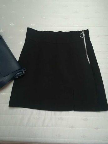 Firmowa mini czarna spódniczka z zamkiem jak nowa