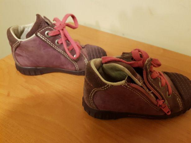 Sprzedam buty jesienno-zimowe dla dziewczynki , rozmiar  22