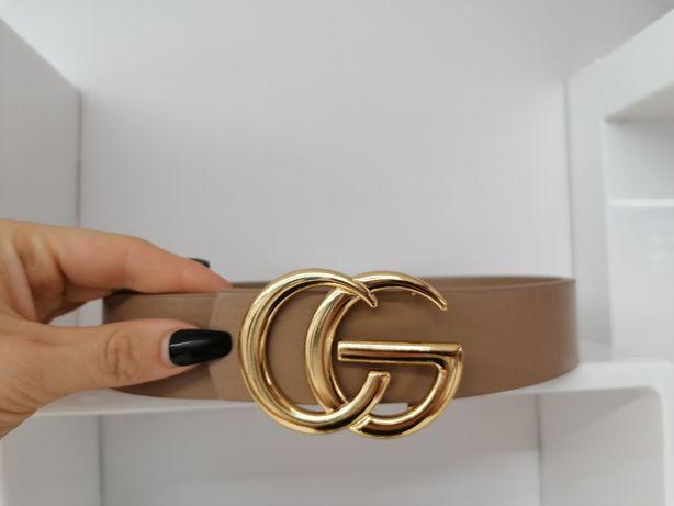 Pasek beżowy ze złotą klamrą CG