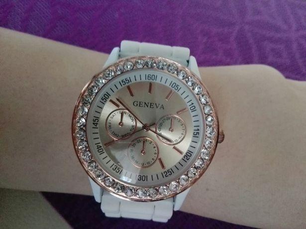 zegarek srebrny Geneva biały pas, nowy