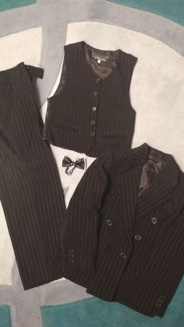 Брюки, жилетка, пиджак на мальчика 600 руб.
