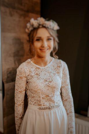 Piękna biała suknia ślubna w stylu boho