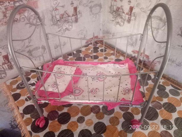 Продам кроватку на колесиках.