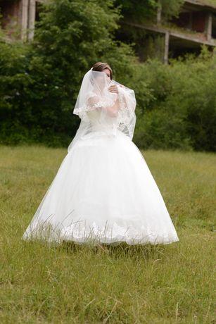 Продається Весільна сукня в ідеальному стані, розмір 42-44.