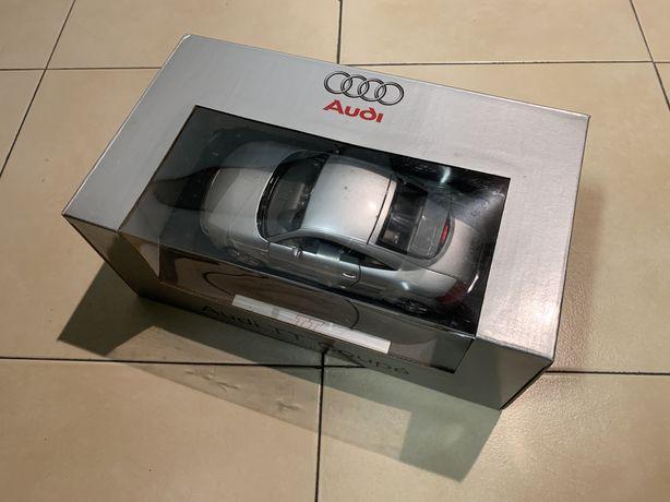 Miniatura Audi TT Coupé 1:18 da Revell
