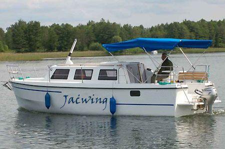 Jacht motorowy Weekend 820 do popływania na Mazurach - Ruciane Nida.