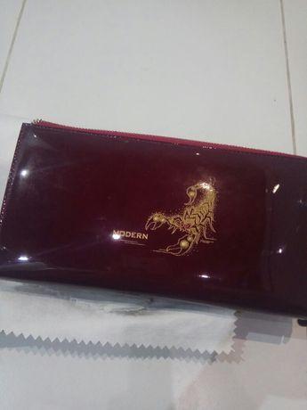 Кожаный кошелёк, клатч лакированная кожа темно-бардовый цвет