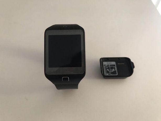 Smartwatch firmy Samsung + ładowarka