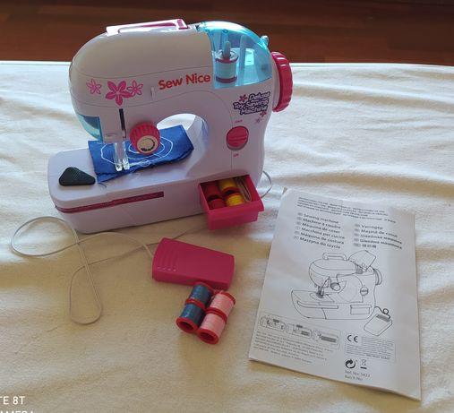 Máquina de costura, brincar