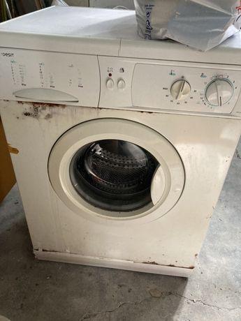 Maquina lavar roupa Indesit a funcionar