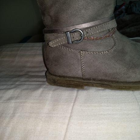 Botas de menina tamanho 26