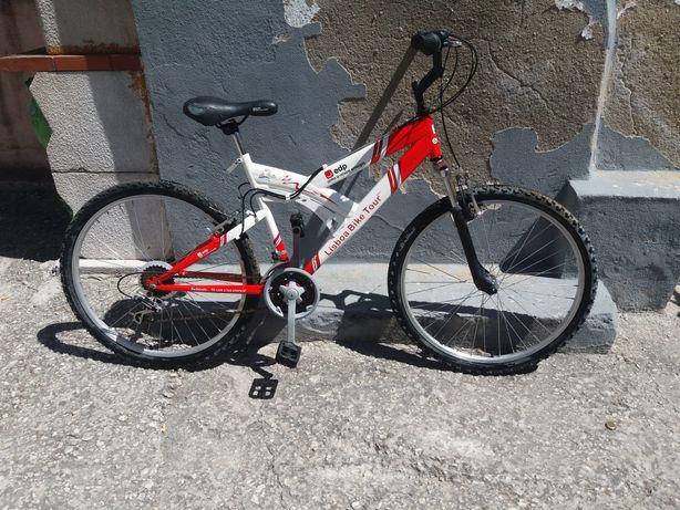 Bicicleta para venda. Conservada  pela a idade.