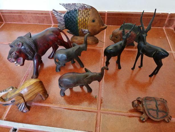 Animais em madeira