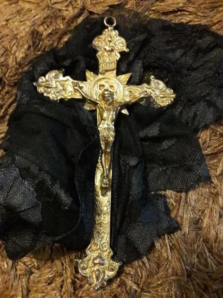 Crucifixo em bronze com cerca de 40 anos (21 cm de altura).