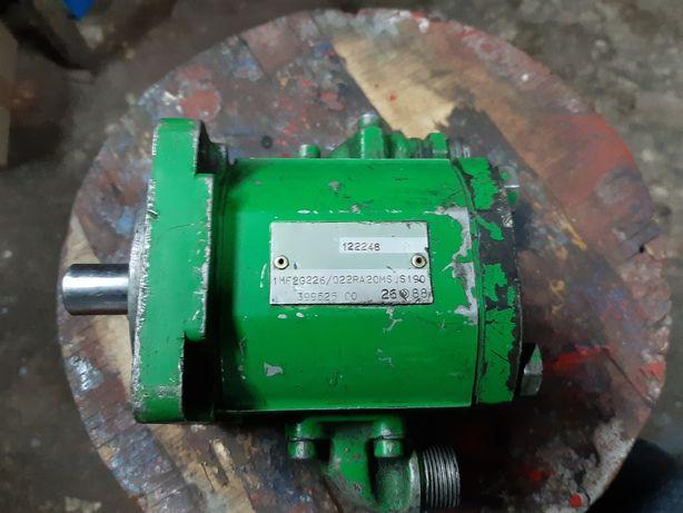 Pompa hydrauliczna MF John deer