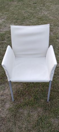 Krzesła z oparciami , stoły biurka