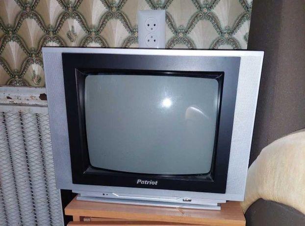 телевизор цветной patriot с пультом