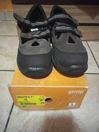Buty sandałowe z czubkiem metalowym