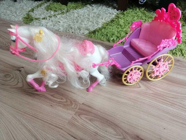 Karoca z koniem dla Barbie