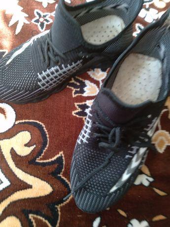 Кросівки, кеди, змінне взуття