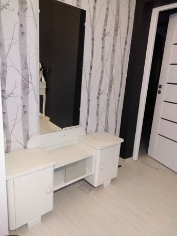 Toaletka PRL malowana biala